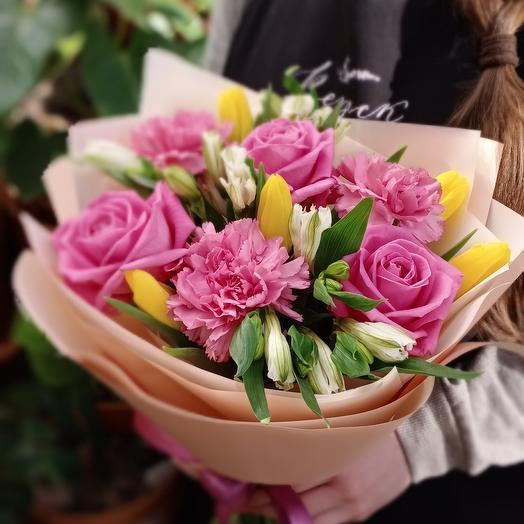 Нежный с тюльпанами