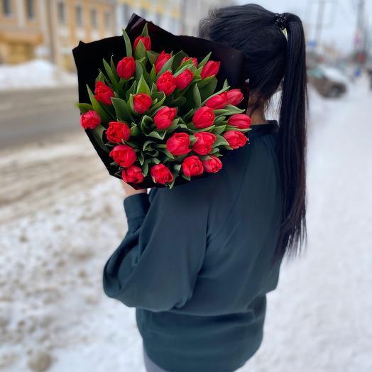 Монобукет из 25 красных махровых тюльпанов