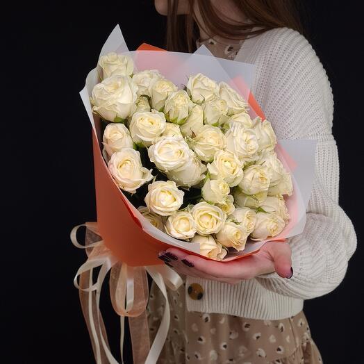 Букет из белых кустовых роз 💫