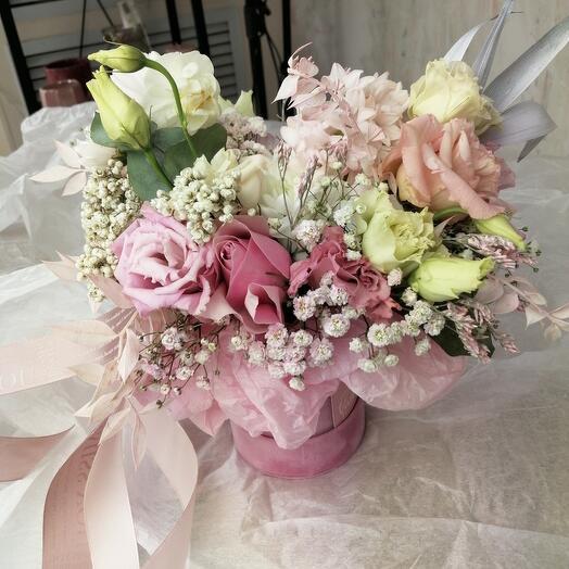 Композиция Эустом, Кустовой Хризантемы и Роз