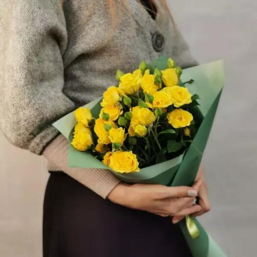 Букет желтых кустовых роз