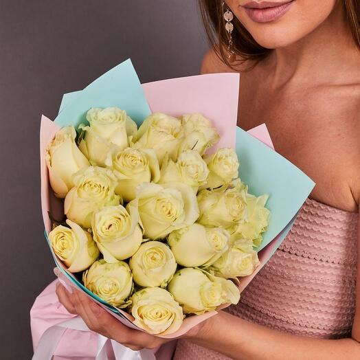 15 белых роз премиум (ваза в подарок, см. условия акции в описании)