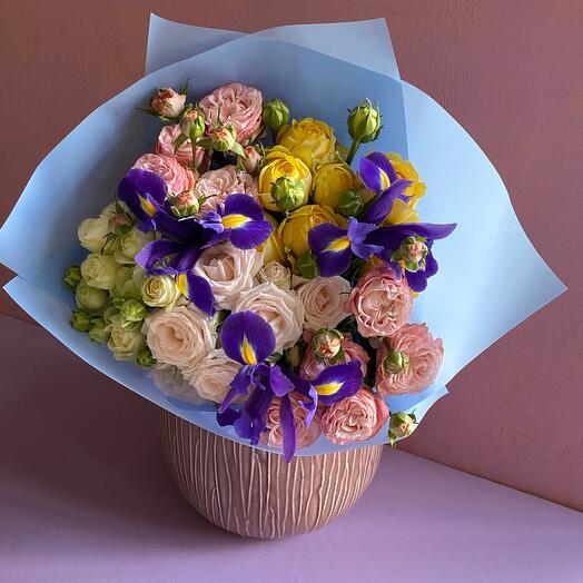 Пионовидные кустовые розы 5 шт
