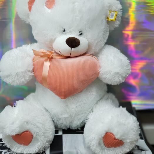 Белый мишка с сердцем ️