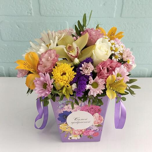 Цветы в коробке Самой прекраной
