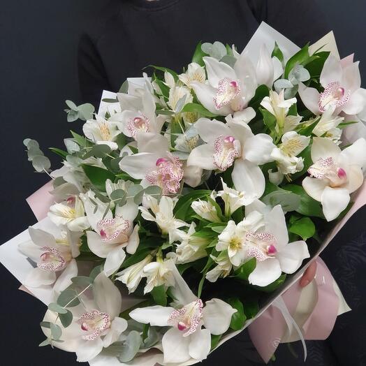 "Шикарный букет орхидей ""White butterfly"""