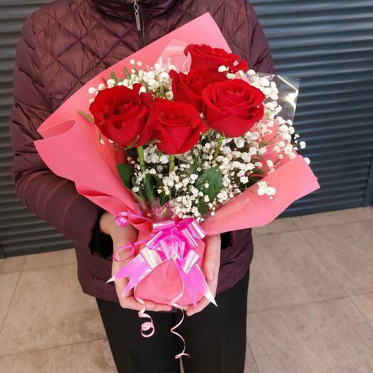 5 красных роз в белом облаке