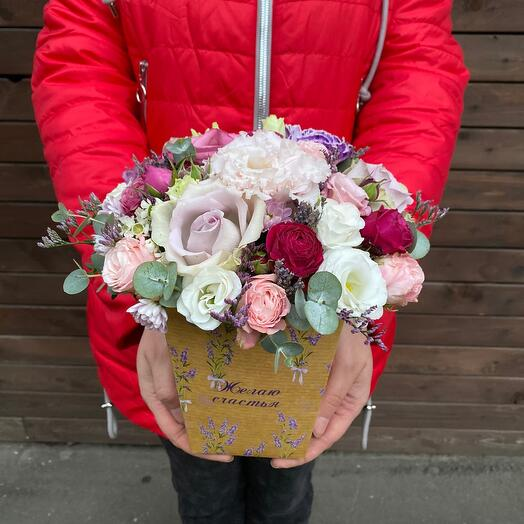 Цветы в коробке «Желаю счастья !»