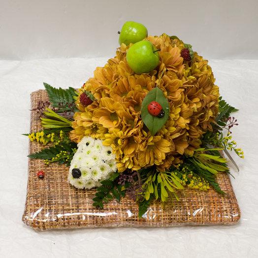 Фигура из цветов Ежик