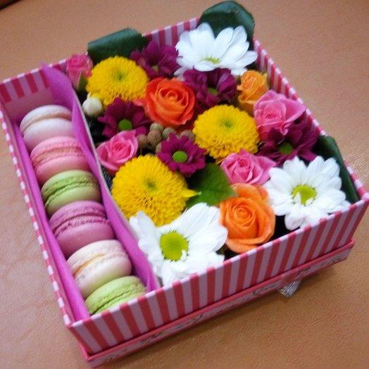 Цветы и макаронс: букеты цветов на заказ Flowwow