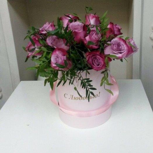 Розы в подарочной коробке: букеты цветов на заказ Flowwow