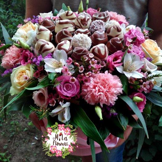 """Коробочка с клубникой """"Мечта"""": букеты цветов на заказ Flowwow"""
