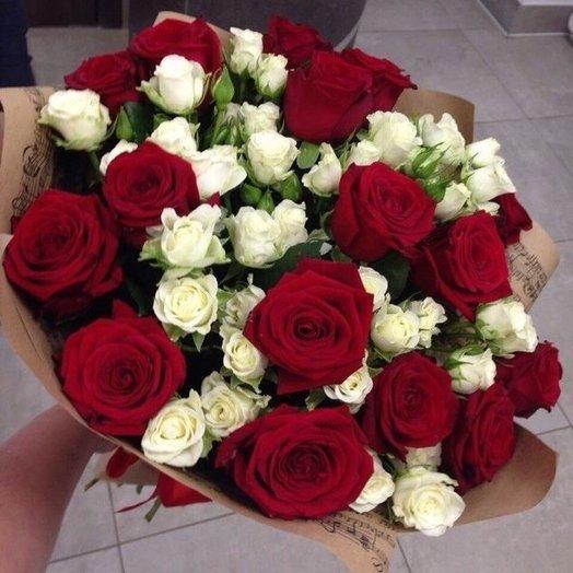 Букет из роз в классических тонах: букеты цветов на заказ Flowwow