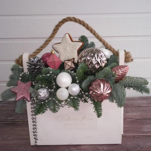 Новогодняя композиция в ящике: букеты цветов на заказ Flowwow