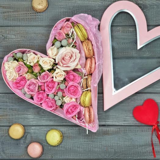 Нежное сердце со сладостями: букеты цветов на заказ Flowwow