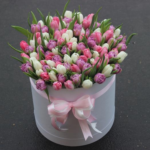 101 тюльпан в коробке: букеты цветов на заказ Flowwow