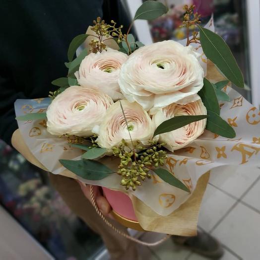 Ранункулюсы в коробке: букеты цветов на заказ Flowwow