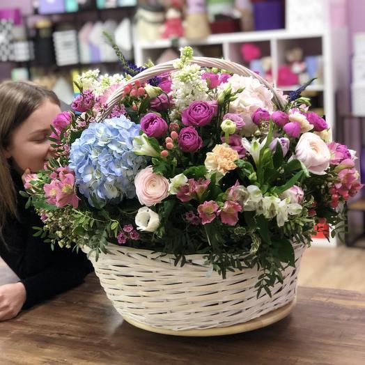 Огромная Корзинка: букеты цветов на заказ Flowwow