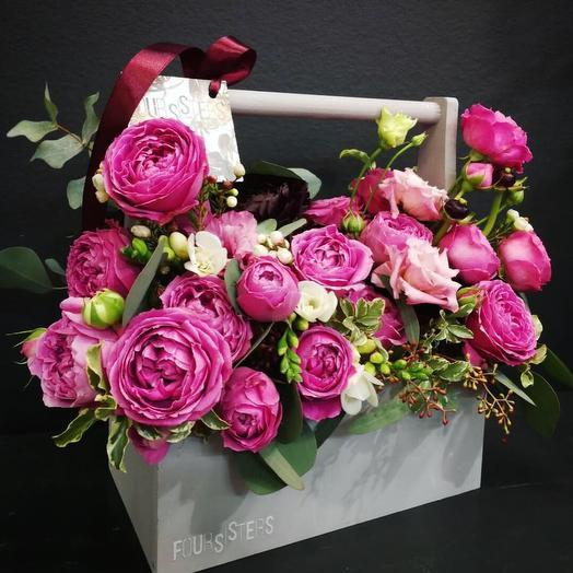 Большой ящичек с пионовидными розами: букеты цветов на заказ Flowwow