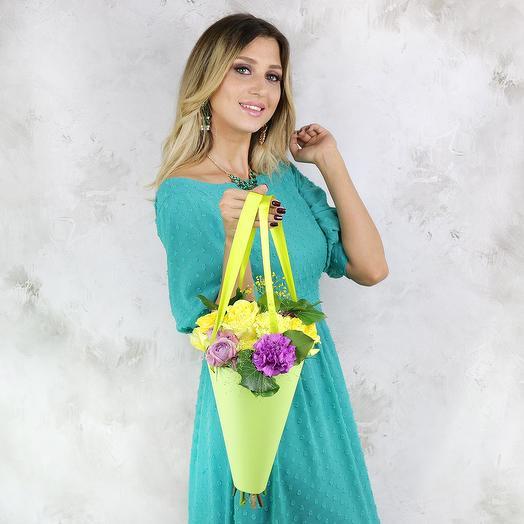 Букет Близнецам из роз и хризантем в кульке: букеты цветов на заказ Flowwow