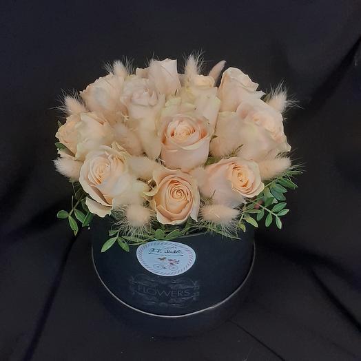 Коробка из кремовых роз