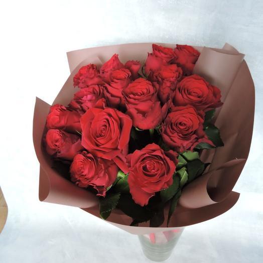 Роза красная в упаковке