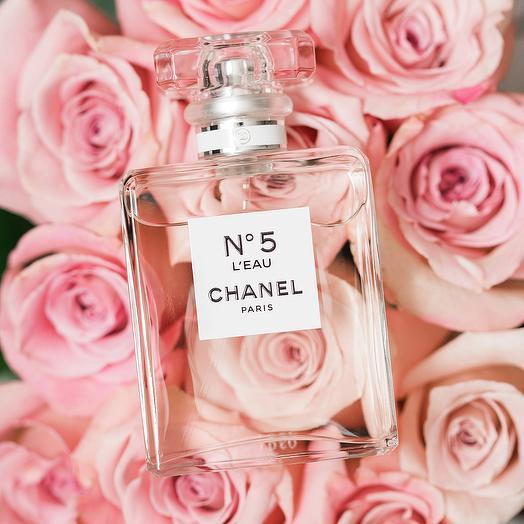 Набор 25 нежно розовых роз и CHANEL N5 L EAU 50 мл