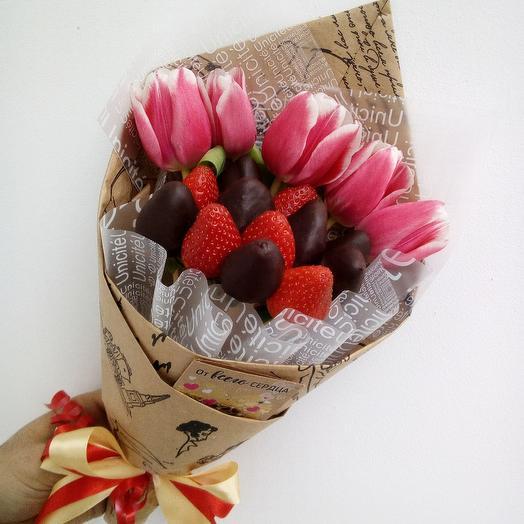 Букет клубничный с тюльпанами: букеты цветов на заказ Flowwow