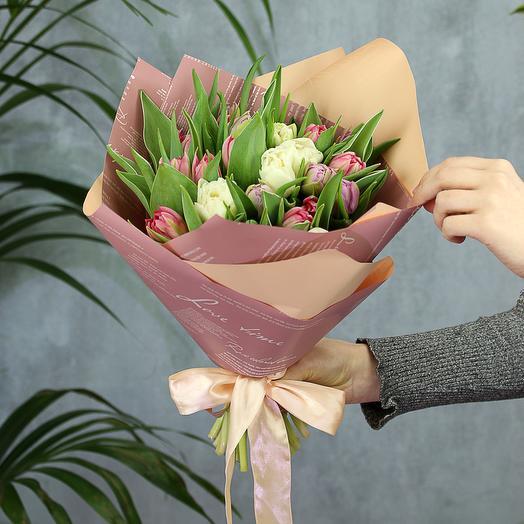 25 бело-розовых пионовидных тюльпанов