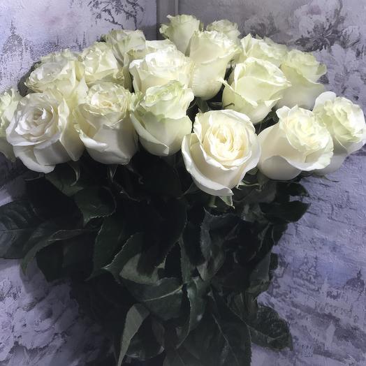 Букет 19 белых роз 60 см
