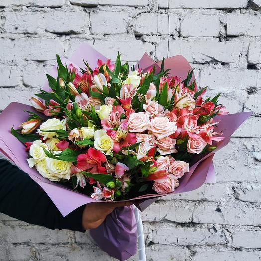 """Букет из роз и альстромерии """"Искушение"""": букеты цветов на заказ Flowwow"""