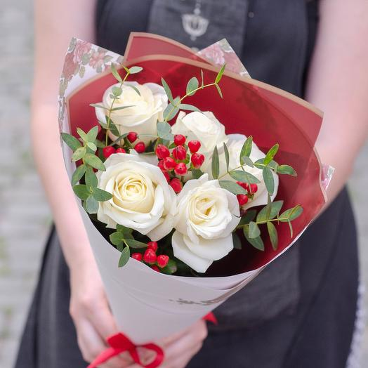 Комплимент с розами и гиперикумом