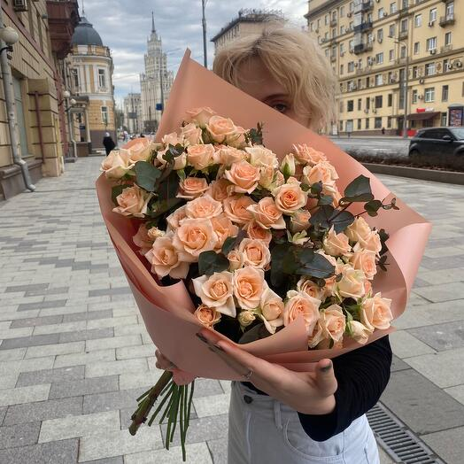 Большой букет с кустовой розой