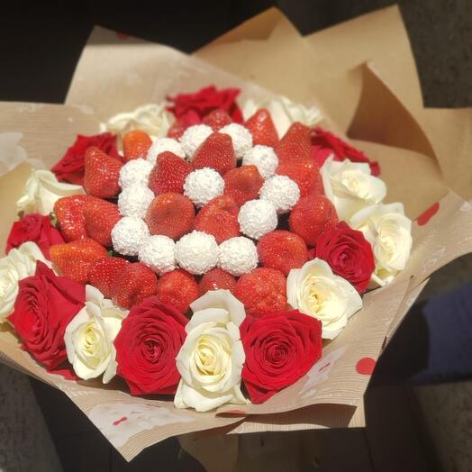 Букет из клубники Рафаэлки и роз 😍