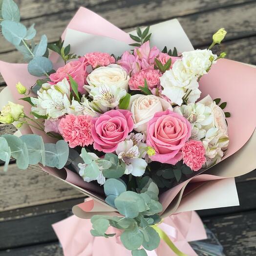 Торжество(роза пионовидная, роза, альстромерия, диантус)