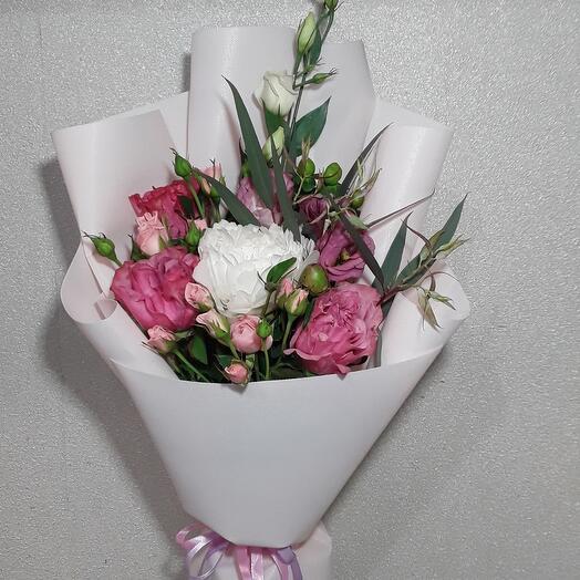 Букет с пионом и пионовидными розами