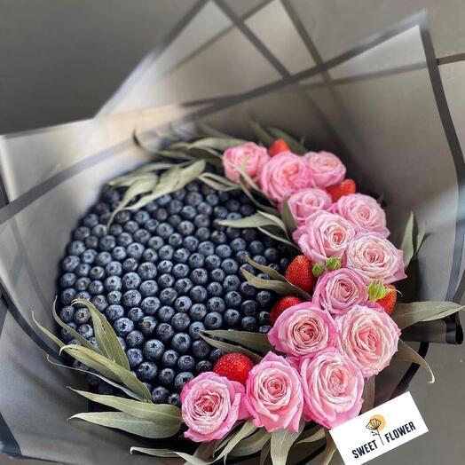 Vip букет из голубики и роз