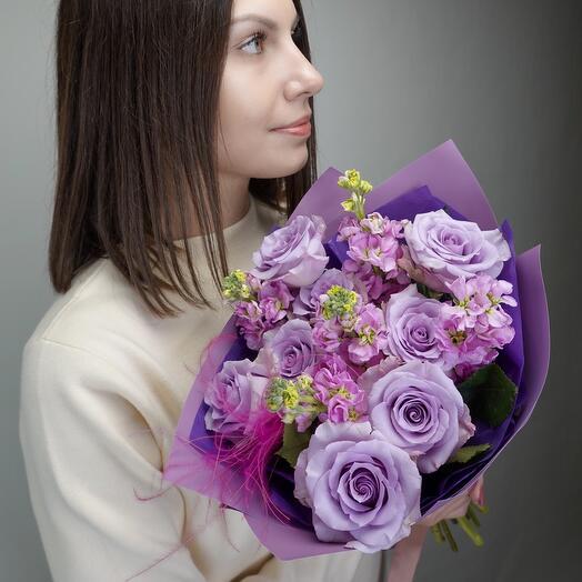 Букет с розами и маттиолой Lilla tramonto