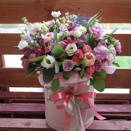 Шляпная коробка с пионовидными розами и орхидеей: букеты цветов на заказ Flowwow