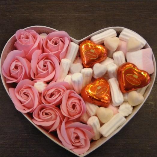 Сердце с зефирками и марципанами: букеты цветов на заказ Flowwow