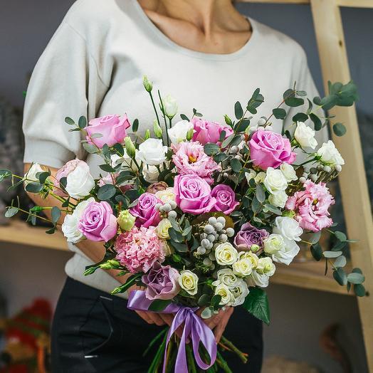 Влюбленный амур: букеты цветов на заказ Flowwow