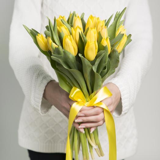 Букет из желтых тюльпанов: букеты цветов на заказ Flowwow