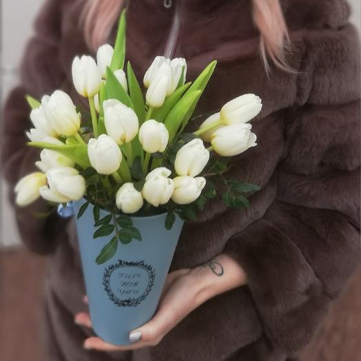 Композиция из белых тюльпанов: букеты цветов на заказ Flowwow