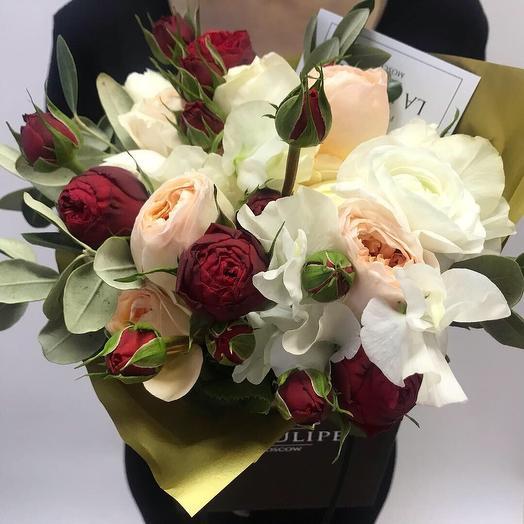 Розы Девида Остина и Ранункулюсы: букеты цветов на заказ Flowwow