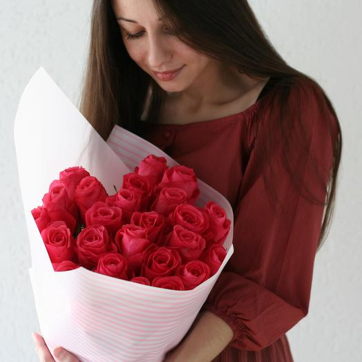 Малиновый букет роз: букеты цветов на заказ Flowwow
