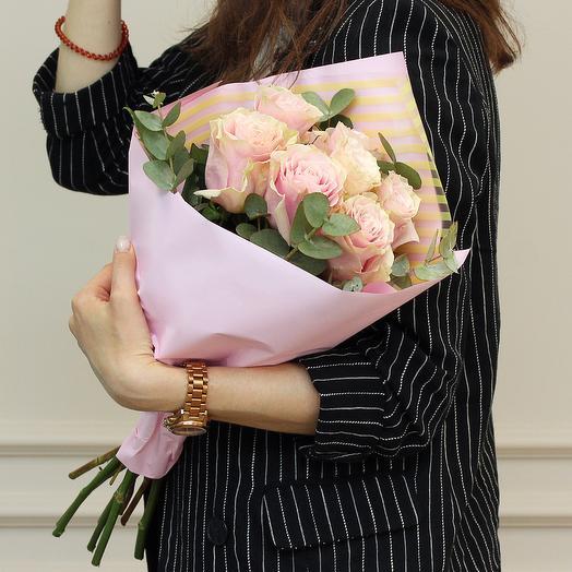 7 розовых роз 50 см premium с эвкалиптом