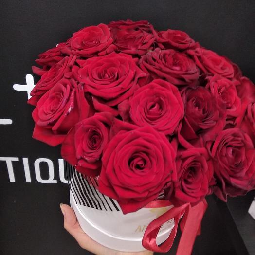 Большая коробка с розами: букеты цветов на заказ Flowwow