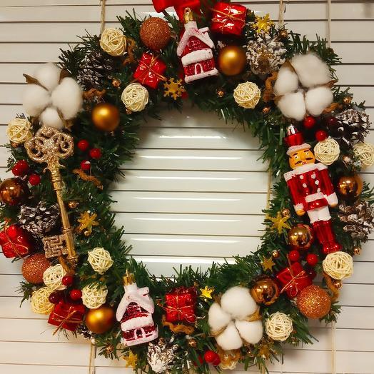 Рождественское украшение венок Щелкунчик: букеты цветов на заказ Flowwow
