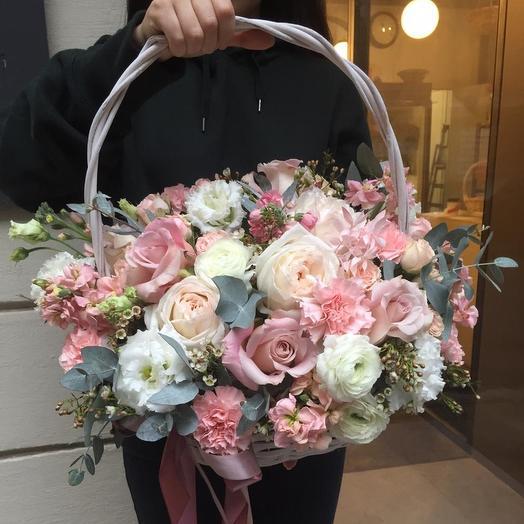 """Корзина с пионовидной розой  и ранюнскулусами """"Суэль"""": букеты цветов на заказ Flowwow"""