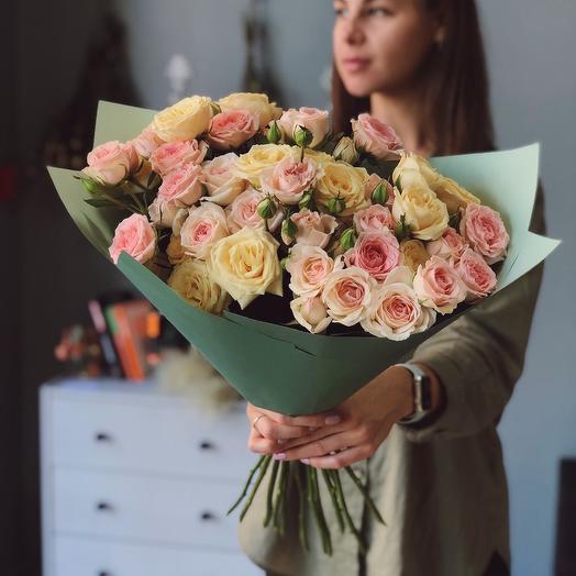 Моно букет с кустовой розой